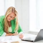 Schülerin beim Onlinetraining